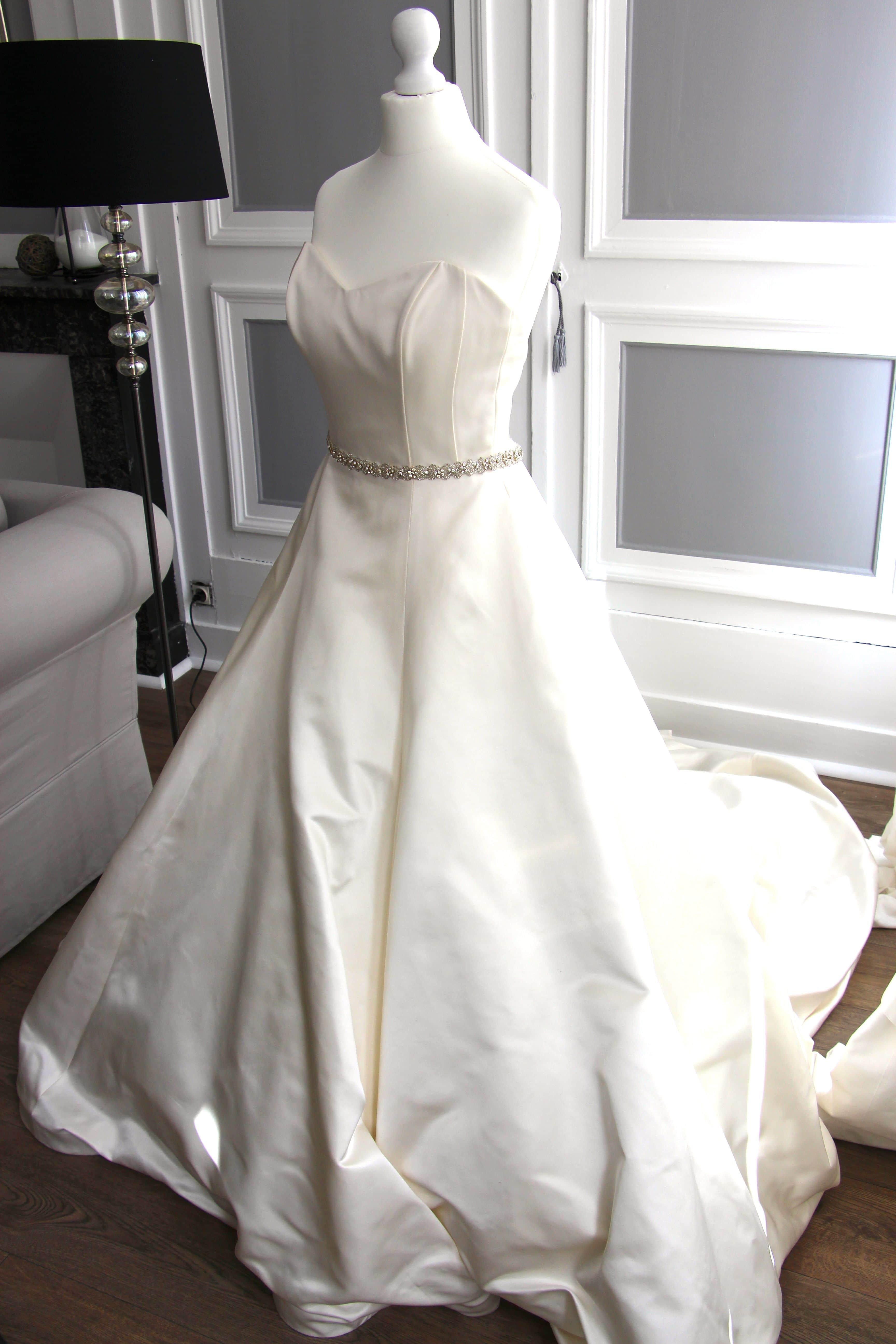 ma petite robe blanche magnifiques robes de mari es de cr ateurs chicon choc blog de bonnes. Black Bedroom Furniture Sets. Home Design Ideas