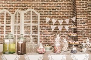 Shabby Chic Candy bar 3 et Bonbonnes à limonades d day déco location de mobilier et décoration mariage