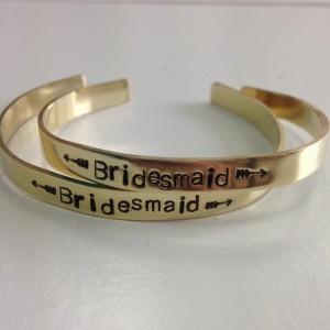 bracelet-personnalisable-cadeaux-temoins-une-moustache-dans-latelier-be-mine-festival-salon-mariage-lille